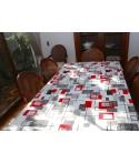 Mantel rectangular de tela repelente para líquidos con forro impermeable incorporado. Diseño modern red